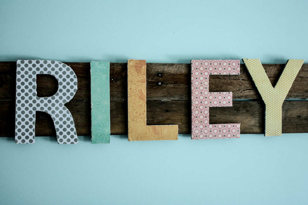Easy DIY Mod Podge Pallet Sign