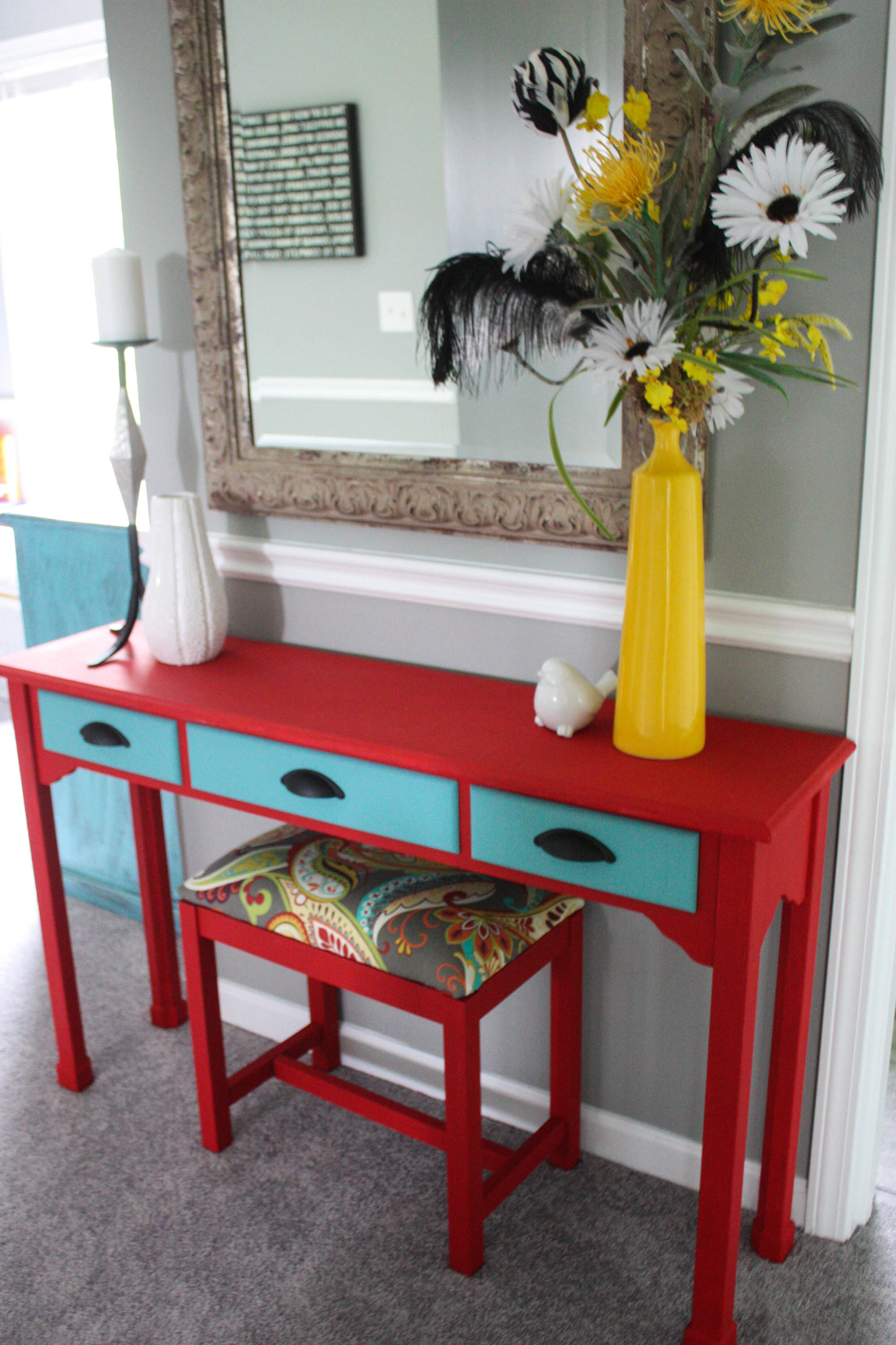 Merveilleux Chalk Painted Console Table And Upholstered Bench