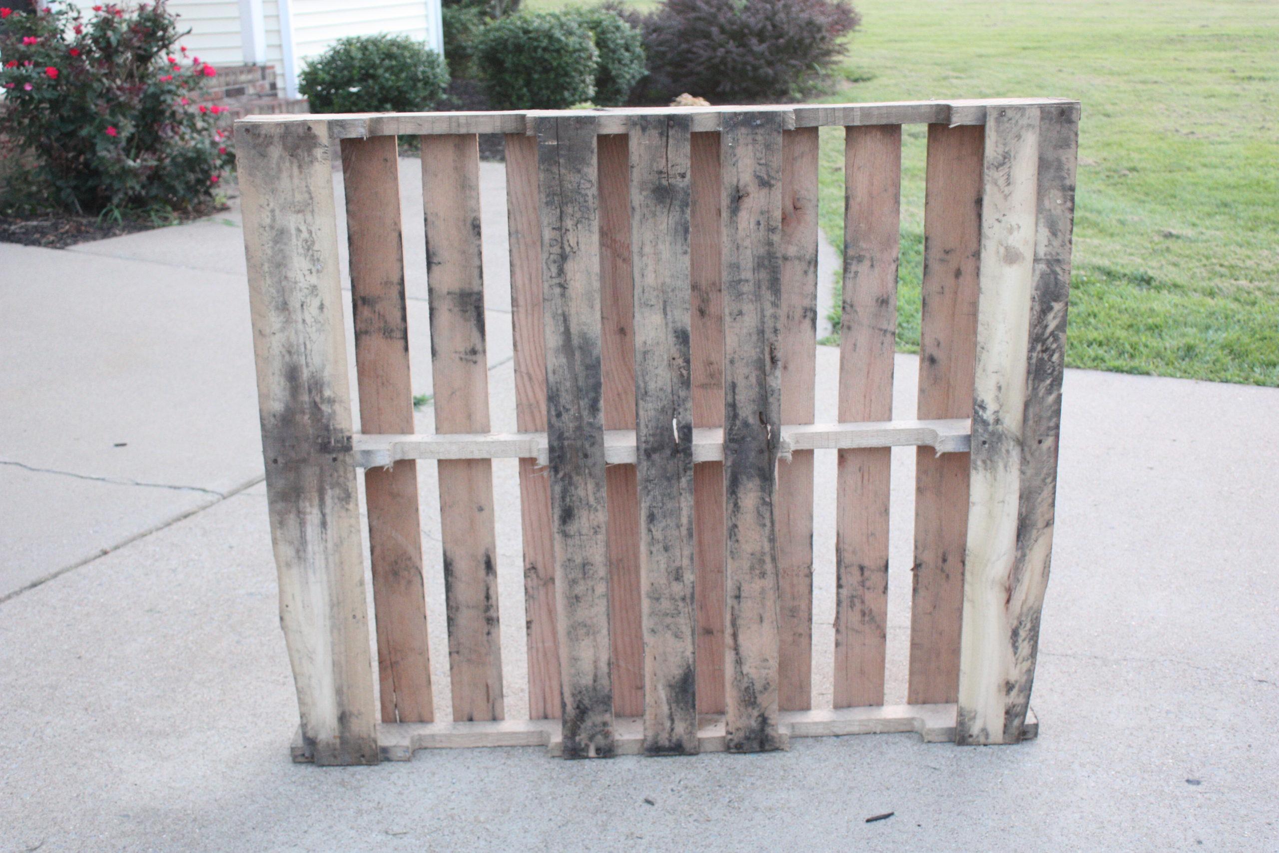 Easy DIY Pallet Coat Rack