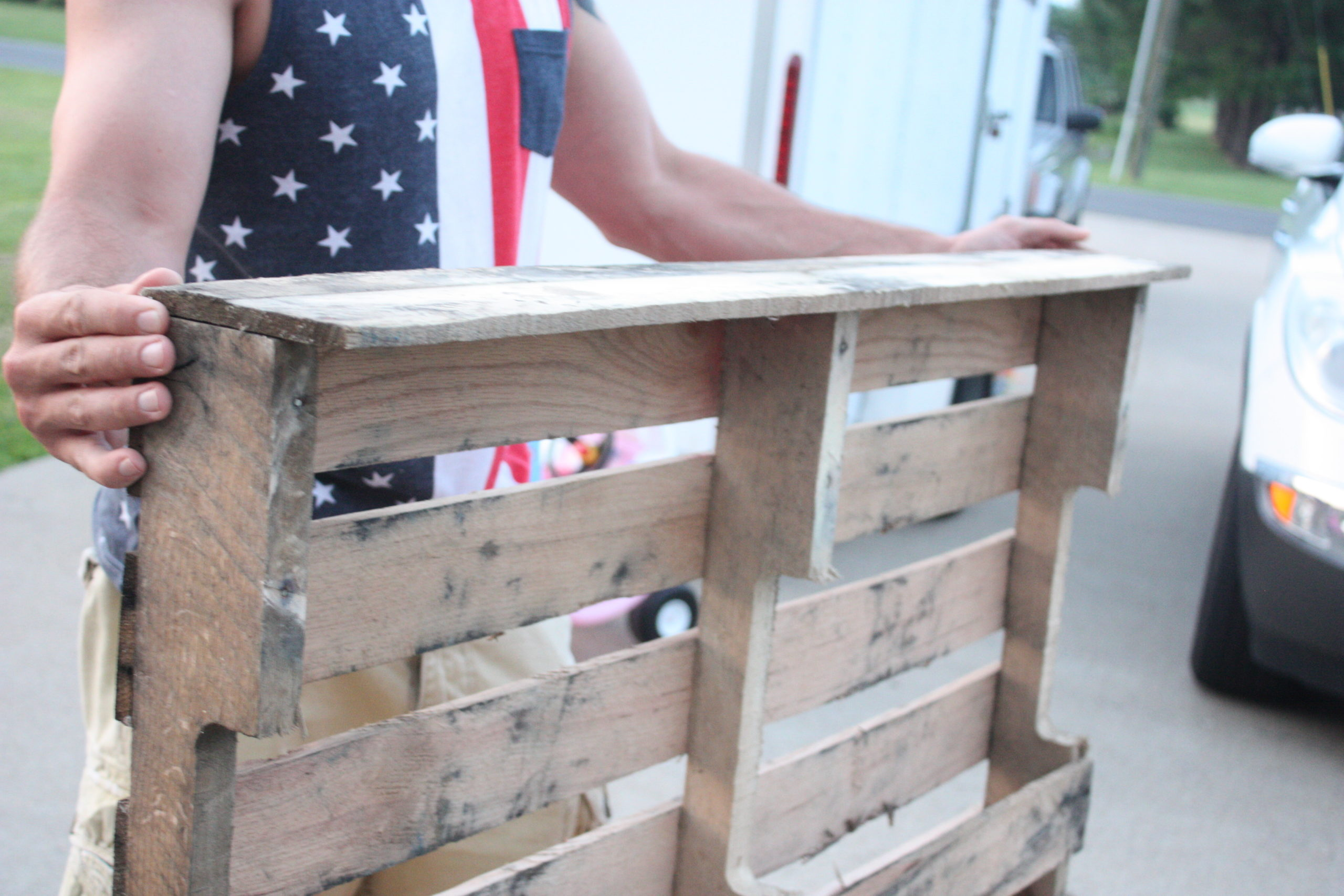 Easy DIY Pallet Coat Rack - Re-Fabbed