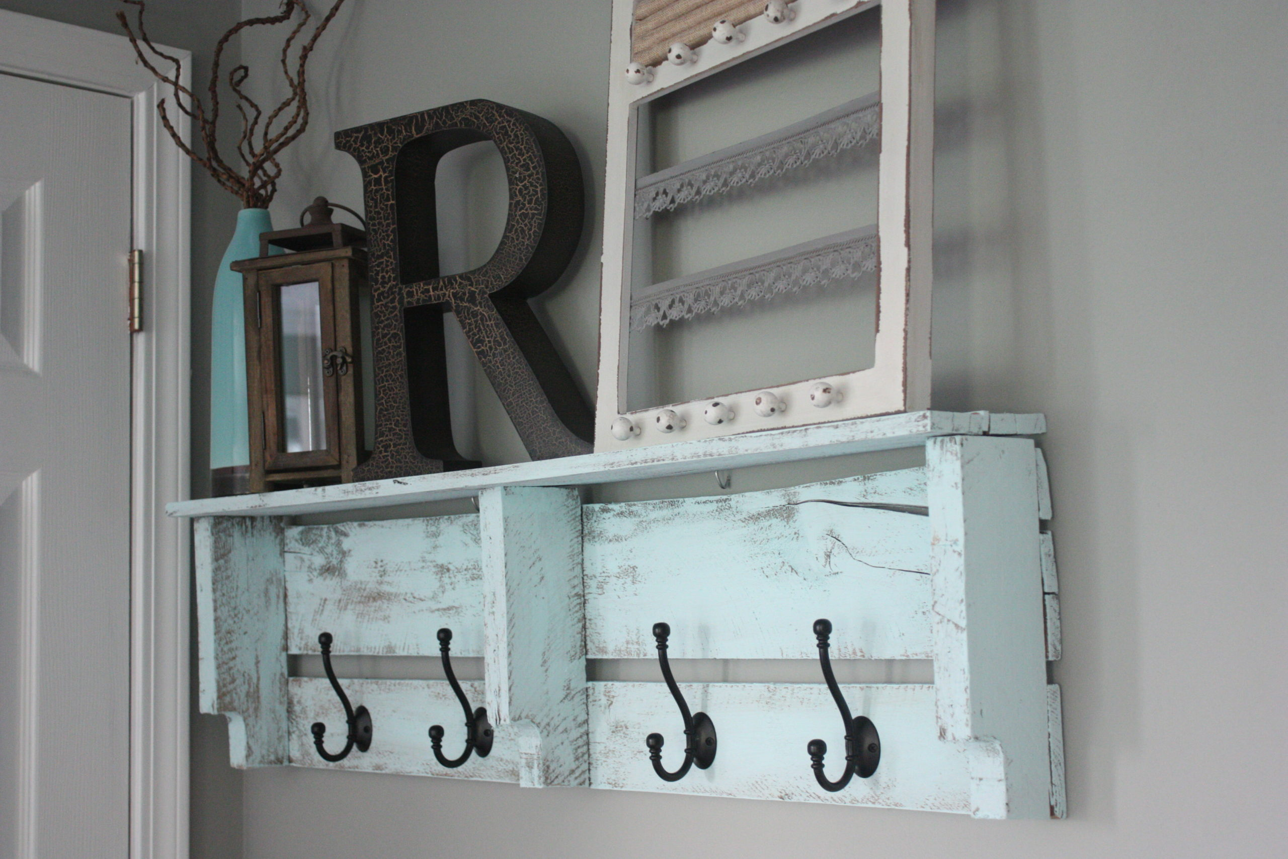Easy diy pallet coat rack   re fabbed