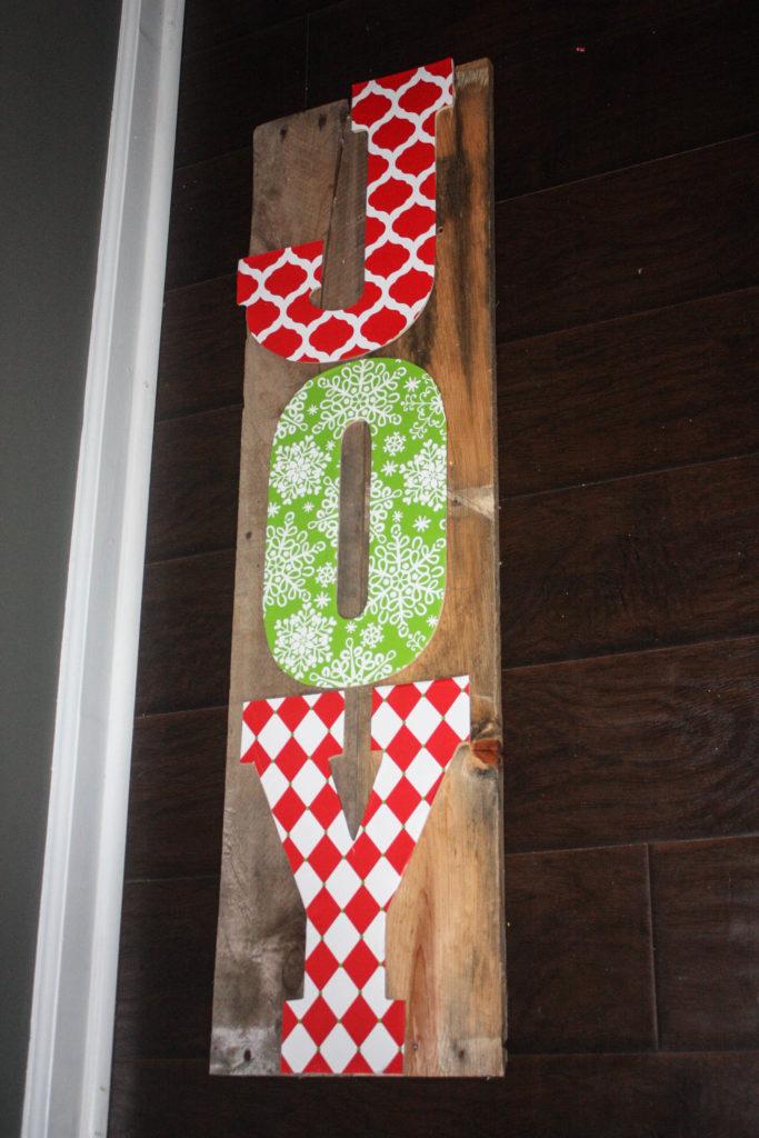 How to make a DIY Joy Pallet Sign!