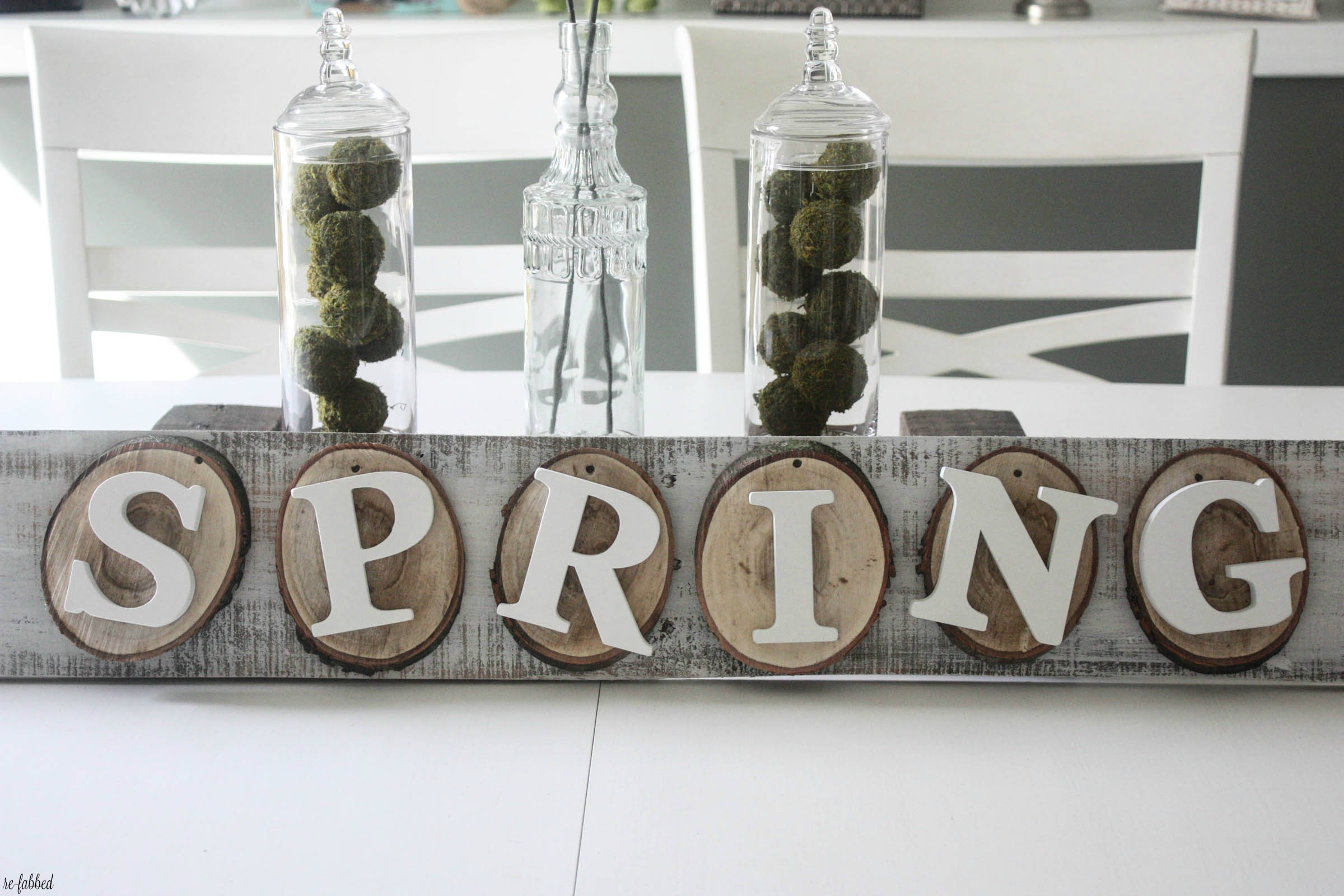 DIY Wood Slice Spring Pallet Sign
