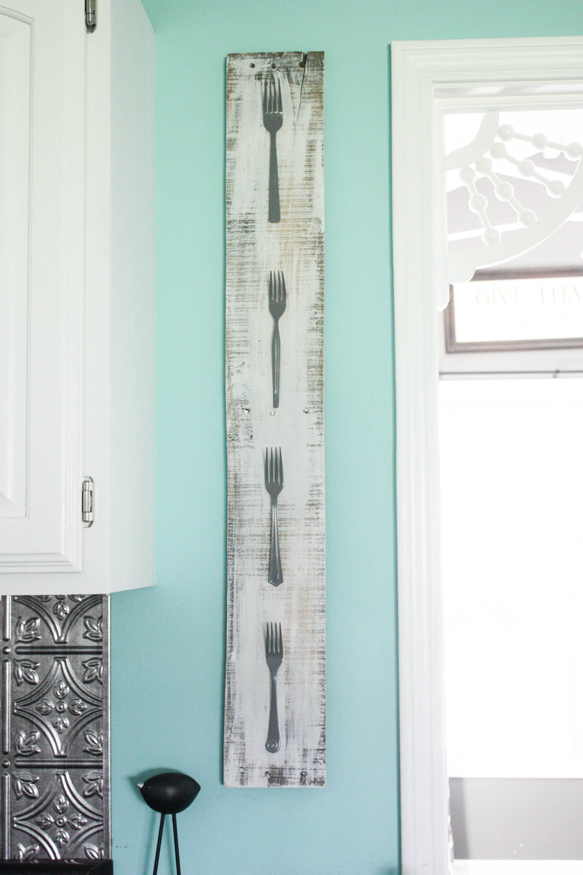 DIY Kitchen Wall Art {Using Random Forks}