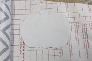 DIY Pallet Pumpkin Sign made with vinyl