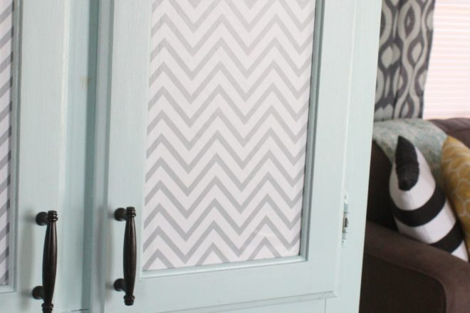 Adhesive Vinyl Pantry Makeover {A Quick, Easy & Cheap Update}
