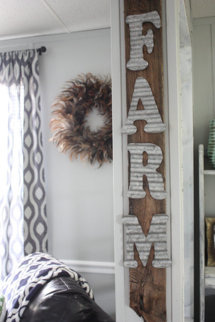Easy DIY Pallet Farm Sign