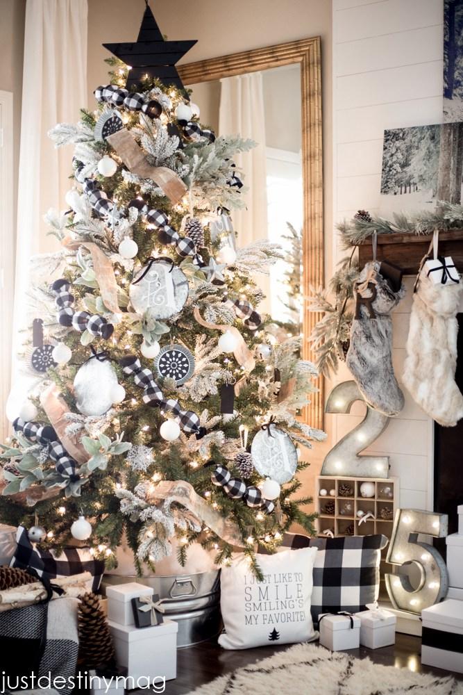Buffalo Check Christmas Tree