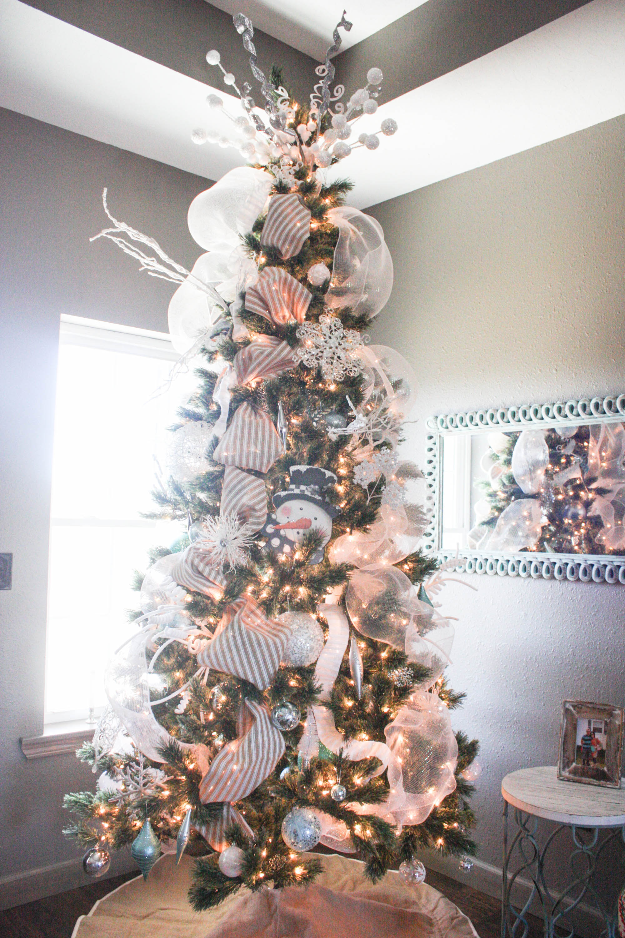 How to Decorate a Christmas Tree from Start to Finish {the ...