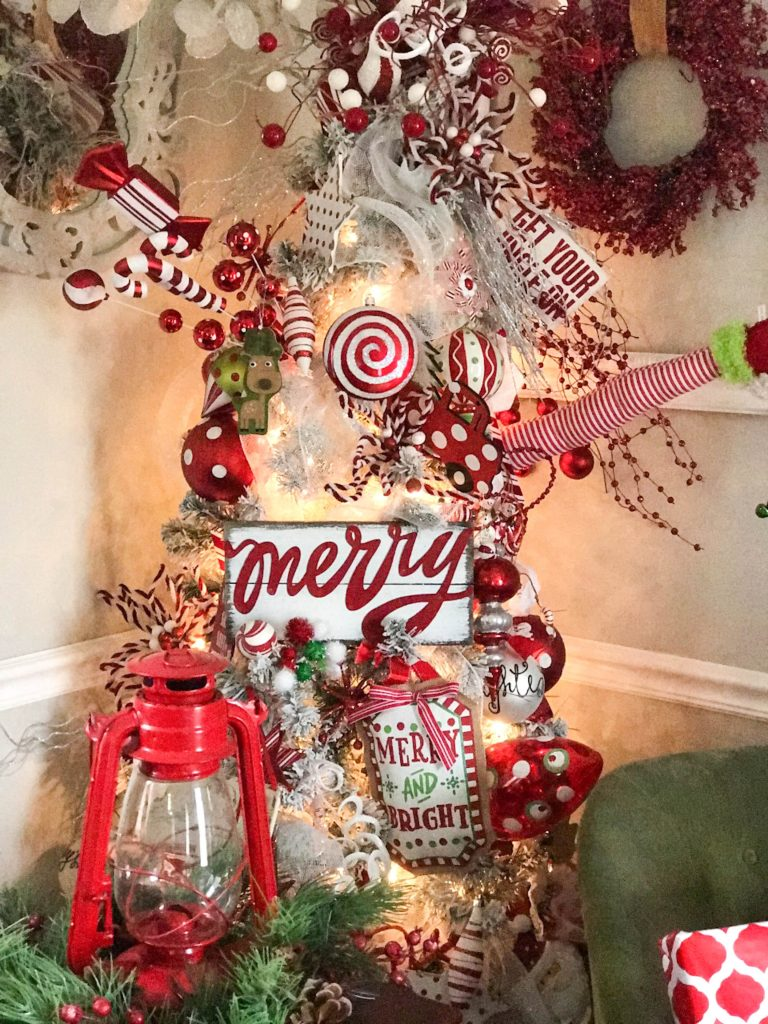 A beautiful and funky red and white Christmas tree!