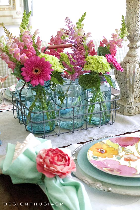 https://designthusiasm.com/summer-flowers-tablescape/