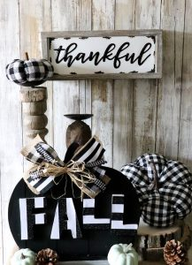 Beautiful black and white fall setup