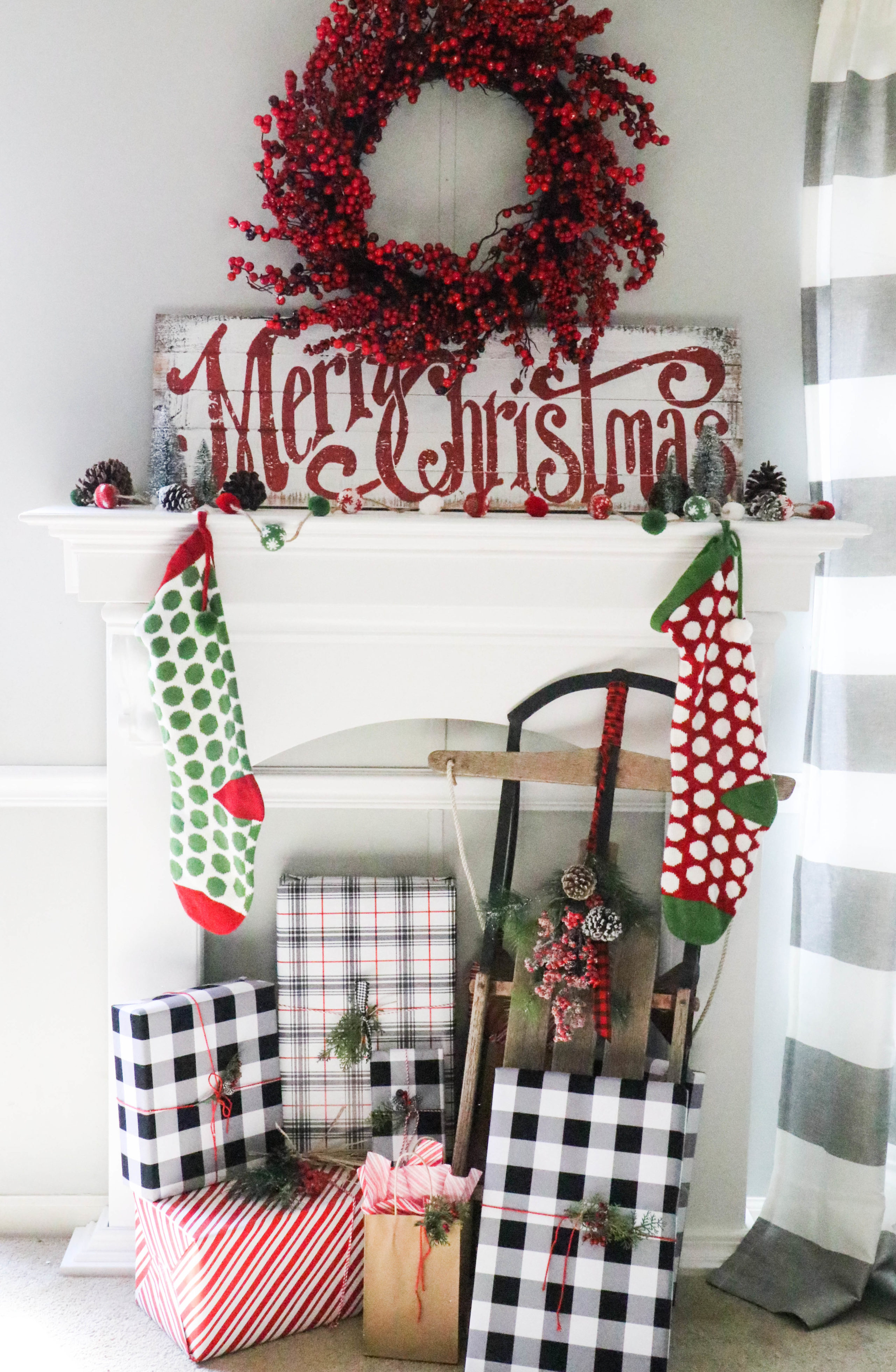 Decorating a Simplistic Christmas Mantel - Re-Fabbed