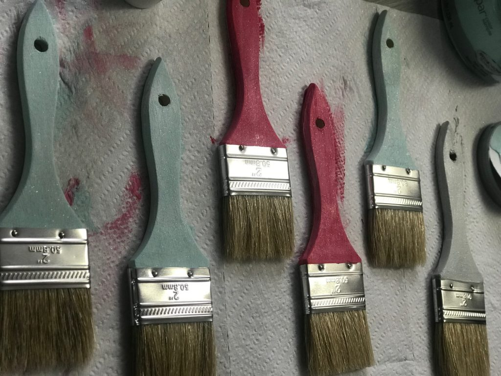 How to make your own DIY Paintbrush garland!