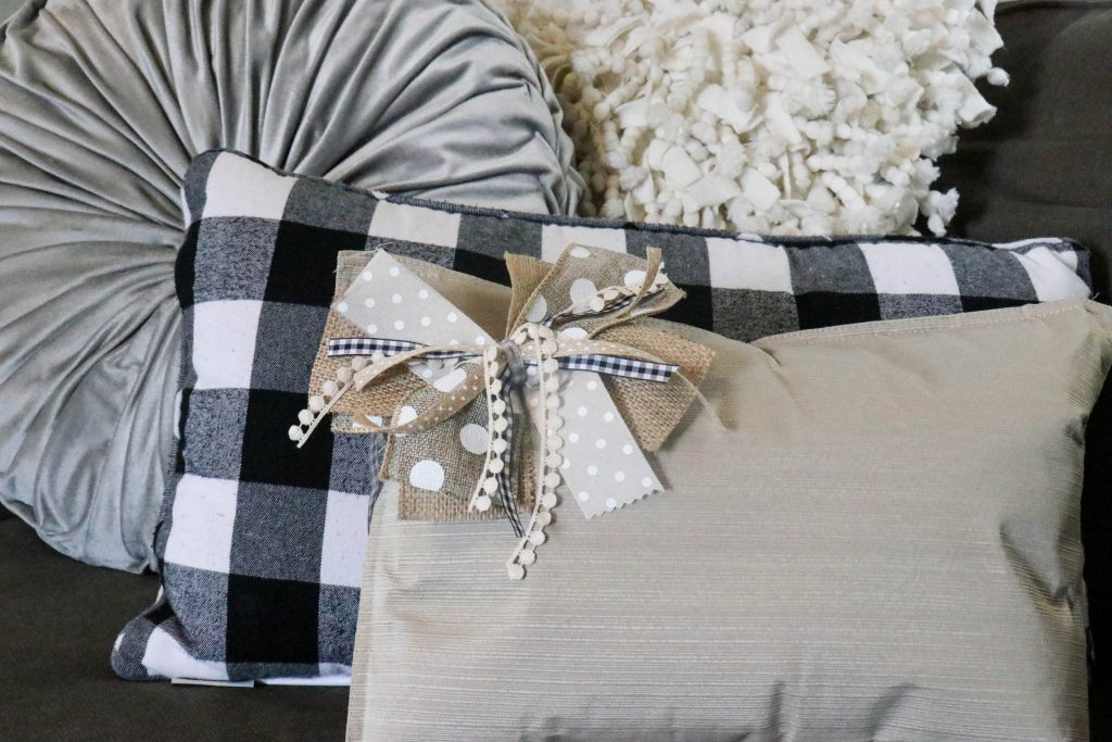 Super cute throw pillows made from placemats!