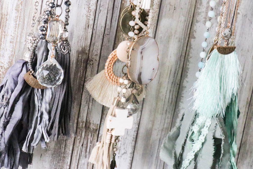 Super easy DIY scrap wood jewelry holder!