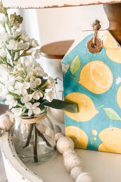 finished product of lemon sign