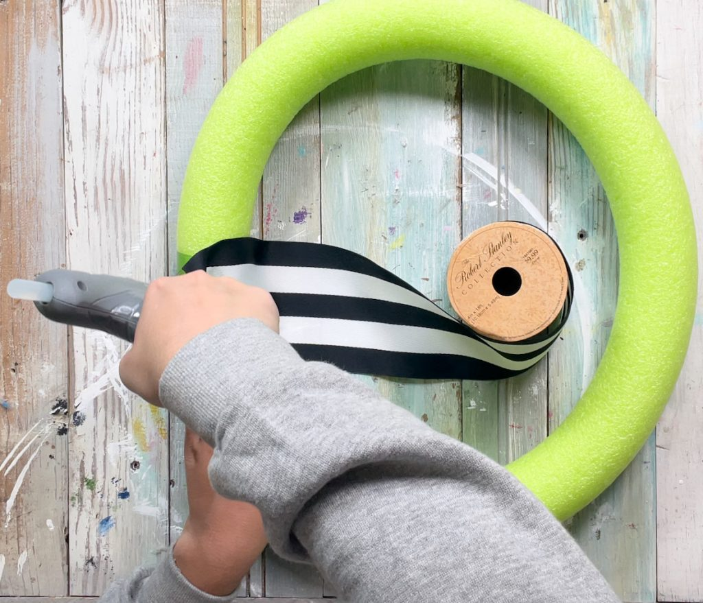 how to make a wreath from a pool noodle