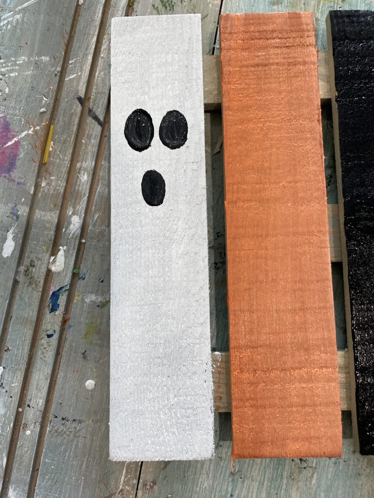 paint a face on each slat - the ghost is on the white slat