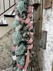 ribbon on christmas tree